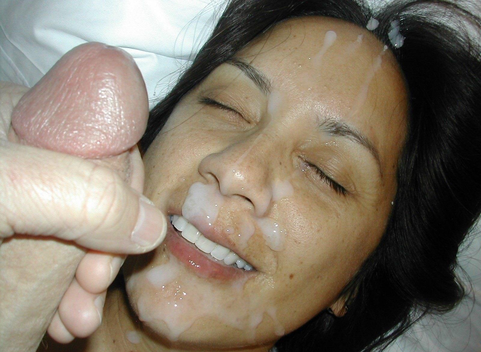 Сперма у мамы на лице фото, Мамке кончили на личико дома - секс порно фото 11 фотография